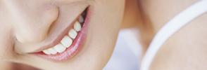 銀歯や歯の色が気になる